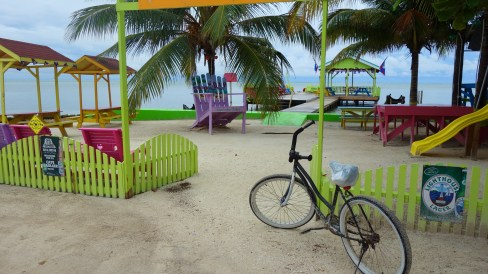 Belize, Caye Caulker: Farbenfrohes Karibik-Feeling