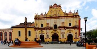 San Cristobal: Die Plaza de la Paz und die Catedral de San Cristóbal
