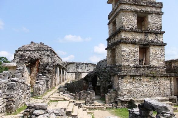 Palenque: Innenansicht des El Palacio mit dem markanten Turm