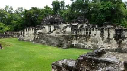 Guatemala, Tikal: Die zentrale Akropolis (Acropolis Central) am Plaza Grande