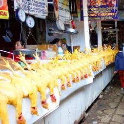 San Cristobal: Tote Hühner auf dem Mercado Central
