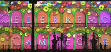 "Campeche: ""Celebremos Campeche"" - Multimedia Show an der Fassade der Bibiliothek"