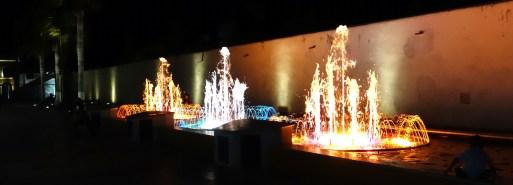 Campeche bei Nacht: Illuminierter Musikbrunnen auf der Plaza del Patrimonio Mundial