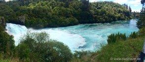 Taupo, Huka-Falls: Über diese 11 m hohe Klippe am Ende des Canyon schießen in der Sekunde 140.000 Liter Wasser!