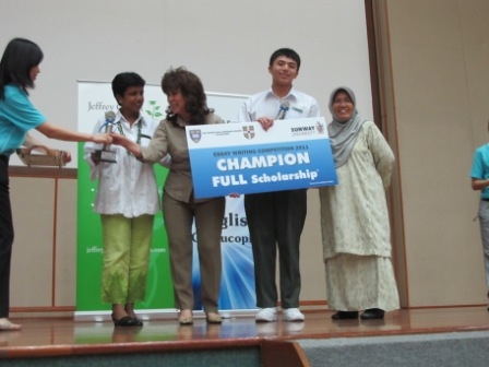 the_finals_of_the_oxbridge_malaysia_public_speaking_and_essay_competition_26_20110704_1802546721