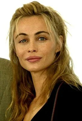 Emmanuelle Beart, Sun in Leo and Leo Rising with Venus on the Ascendant