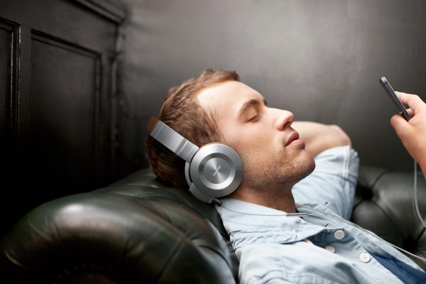 onkyo headphones. Onkyo Are A Well Known Name When It Comes To Audio Products, And Today They Have Expanded Their Range By Adding The IOS Compatible On Ear In Models. Headphones D