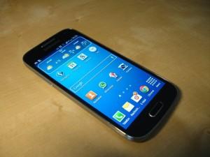 A German-language Samsung S4 mini