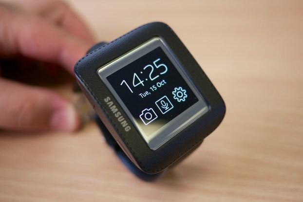 Samsung_Galaxy_Gear_in_cradle