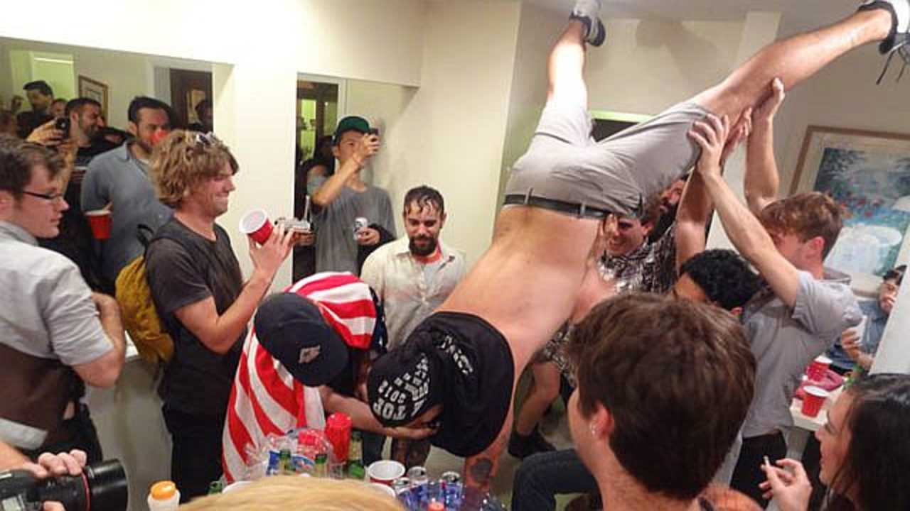 The 10 Types Of People You See At A House Party