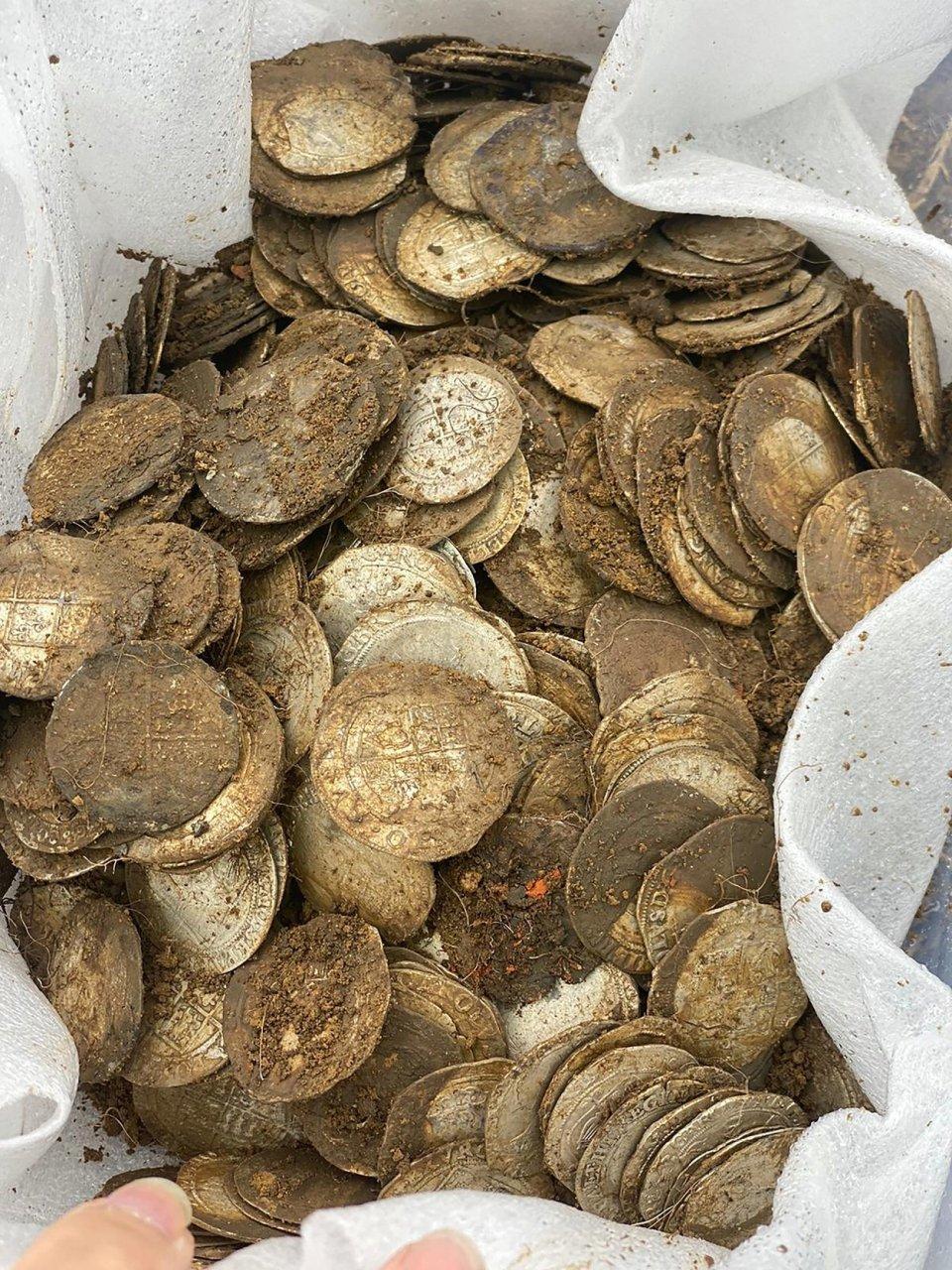 ¡Como en las películas! Hombre encuentra un tesoro valuado en más de 2 millones de pesos