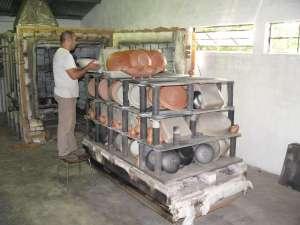 four à gaz dédié à la cuisson et à l'enfumage des poteries noires de Molelos