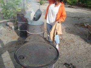 enfumage de la poterie noire de la Chamba