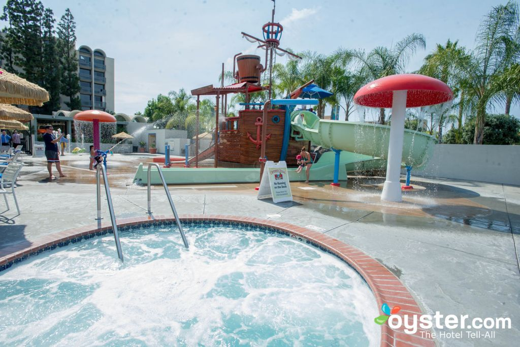 Water Park at Howard Johnson Anaheim Hotel and Water Playground