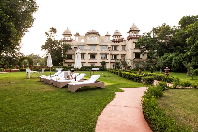La piscine du Palais Jai Mahal / Oyster