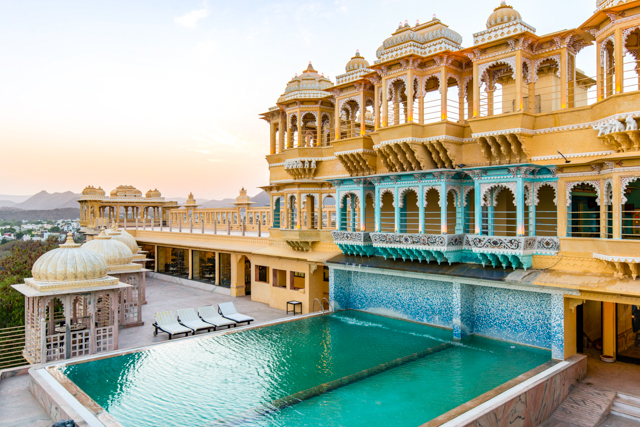 La piscine extérieure du Chunda Palace Hotel / Oyster