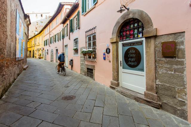 Street at the Alla Corte Degli Angeli/Oyster