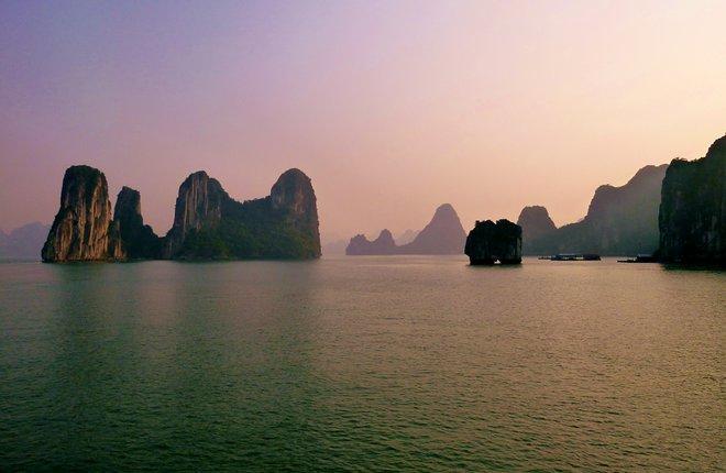 La baia di Halong; Andrew Oliver / Flickr