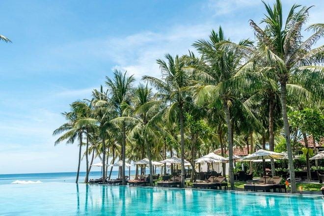 La piscina olimpionica al Four Seasons Resort The Nam Hai / Oyster