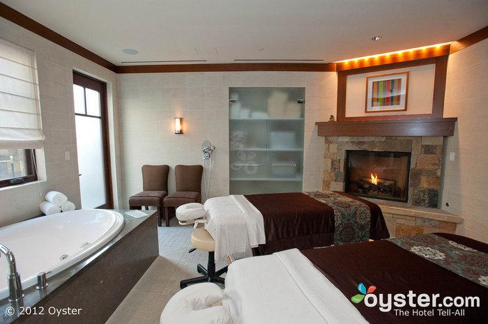 Entspannen Sie Seite an Seite mit Ihrem Schatz im Four Seasons Vail Resort.