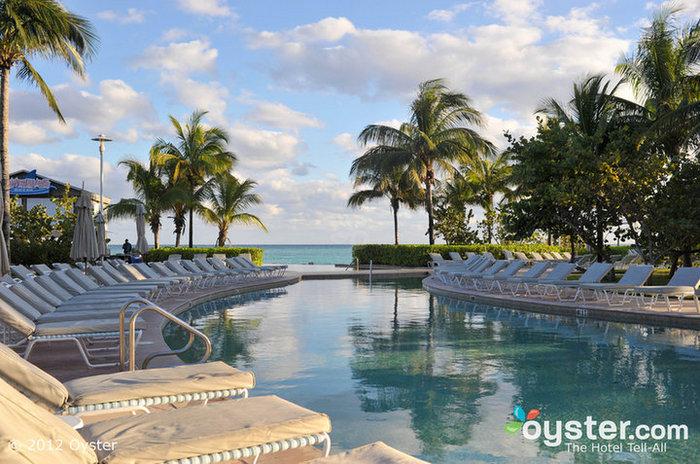 Après que Sandy a frappé les Bahamas, le Radisson Grand Lucayan est ouvert pour affaires et ne rapporte aucun dégât majeur.