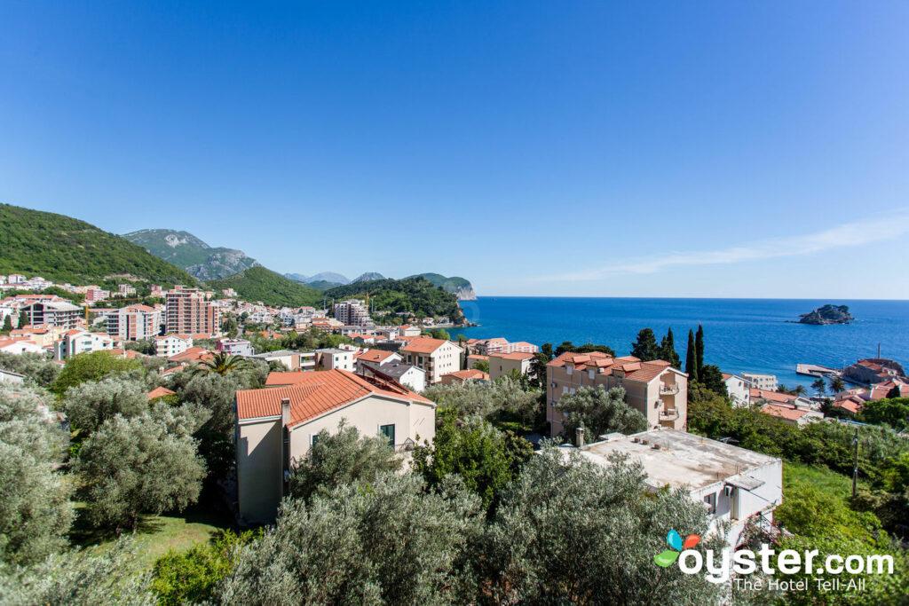 Vista desde los apartamentos Medin, Petrovac / Oyster