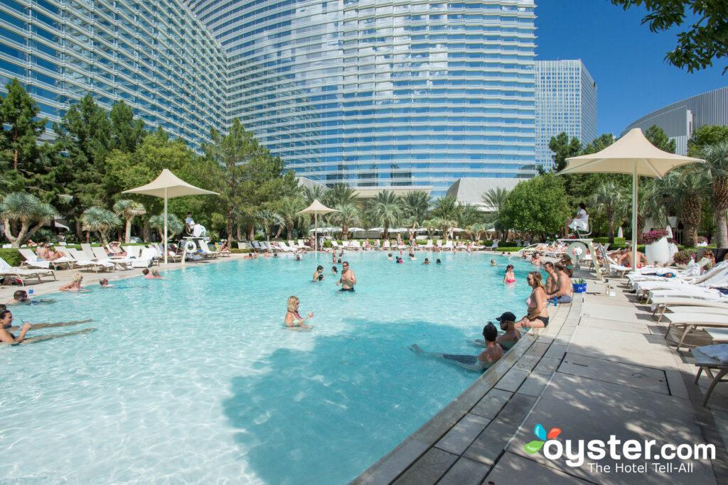 La piscina en ARIA Resort & Casino / Oyster
