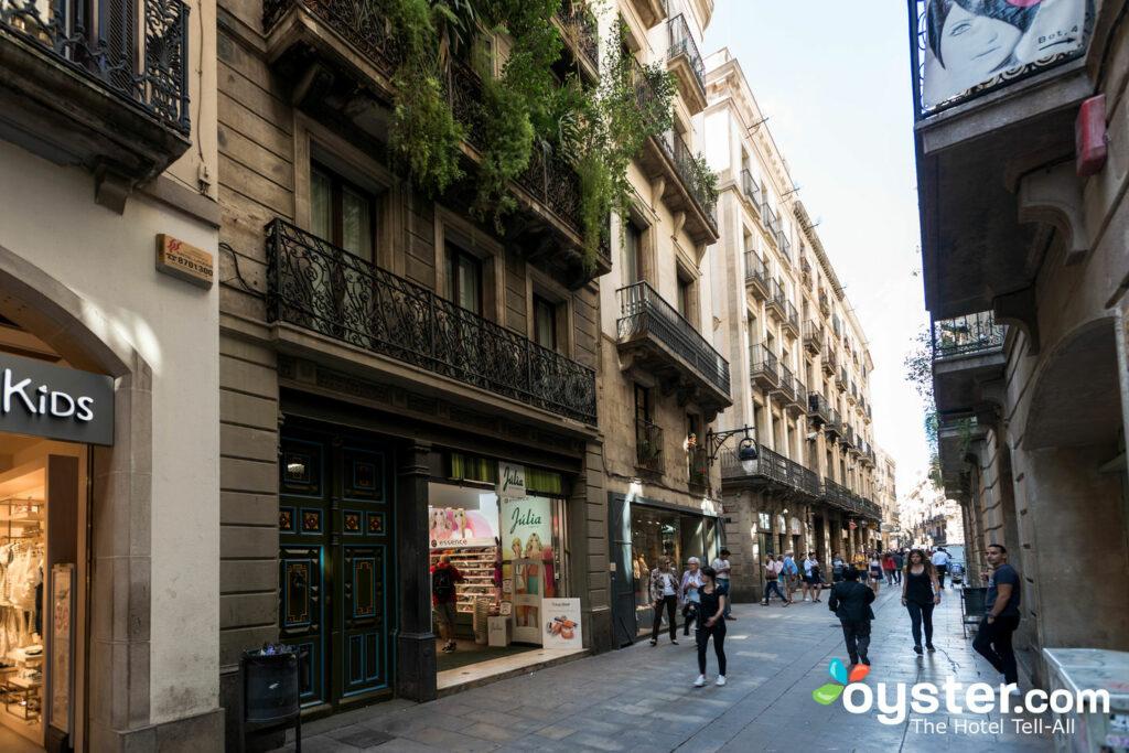 Strade del Barri Gotic a Barcellona / Oyster