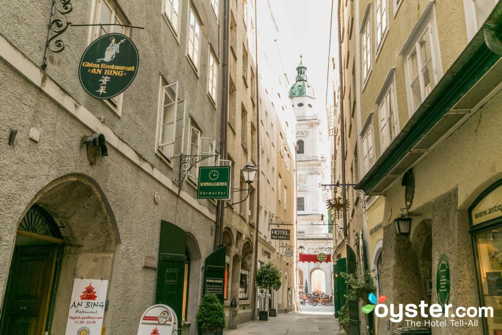 Die engen Gassen der Salzburger Altstadt / Oyster