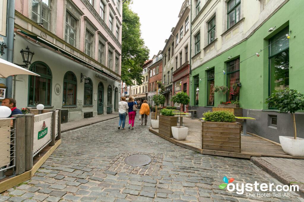 Rua no Hotel Neiburgs / Oyster