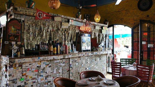 Uno dei buchi bizzarri nel muro di Todos Santos / Andrea Tosatto via Flickr