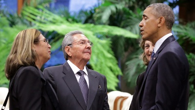 Obama-and-Castro-talking-in-Cuba-jpg_20160321212801-159532