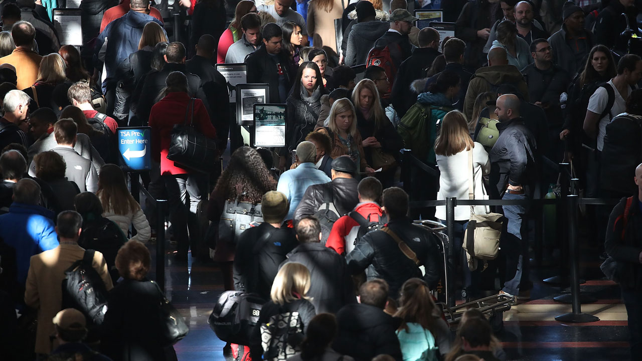 Crowded%20airport%20-%20holiday%20travel_1482505044481_170443_ver1_20161223151239-159532