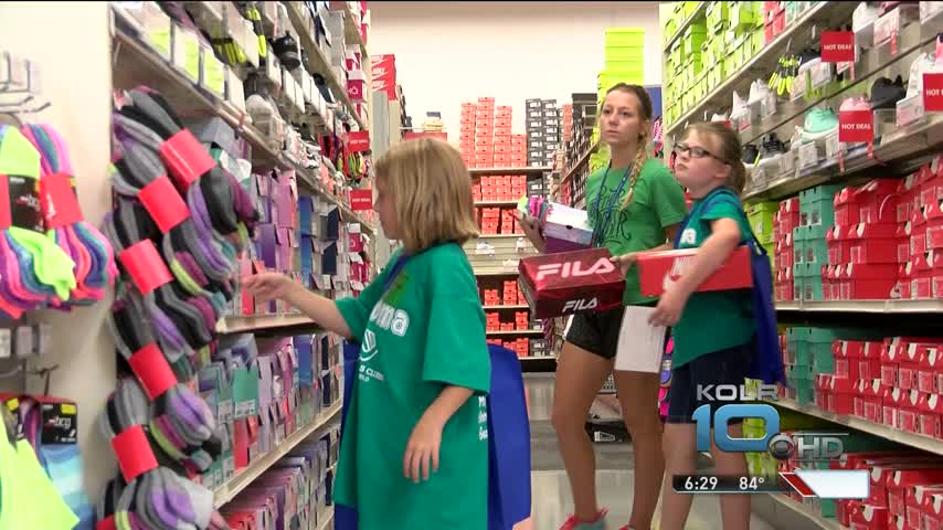 Academy Sports Hosts Back to School Shopping Spree_12264708