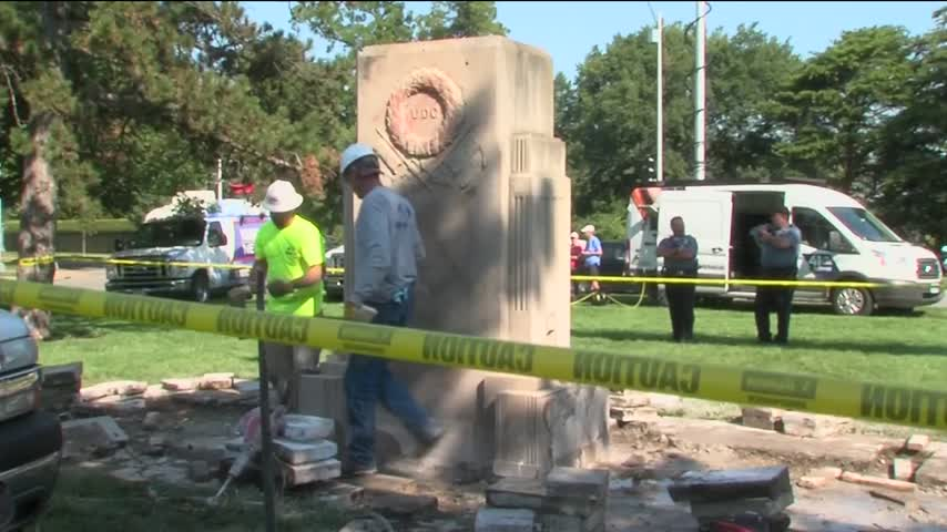 Confederate Monument Removed in KC_64451873