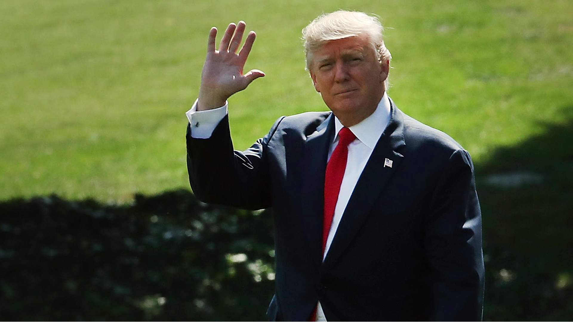 Donald Trump waves leaving White House-159532.jpg47685211