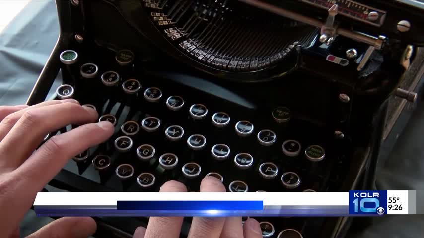 New Mexico Typewriting Event Takes People Back in Time_44776105