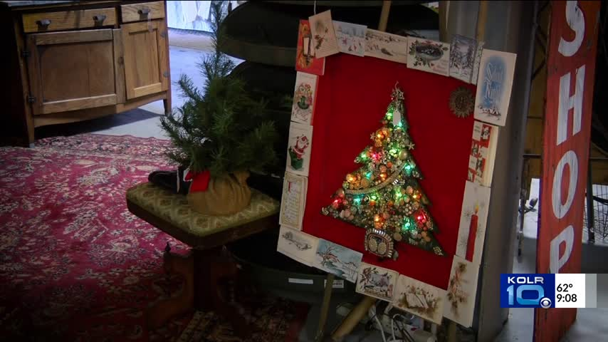 Vintage Shop Sells Antique Ornaments For Your Christmas Tree_57290890