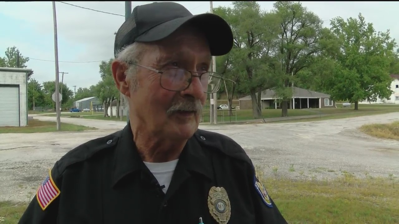 Towns__Only_Policeman_Retiring_at_Age_74_0_20180815032308