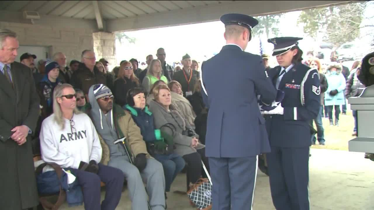 Hundreds_Attend_Funeral_of_Veteran_Who_P_5_20190304034645