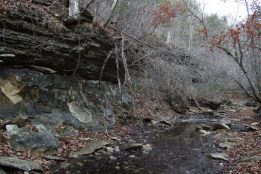 After breaking camp we dumped our packs and explored a creek bed that runs up into the rather ominously named Devils Den. The geology is quite striking with the highly layered rock on top of a thick un-layered base.