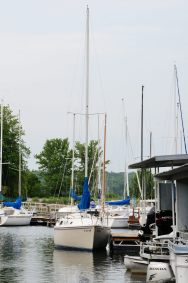 Photograph of the Frank Butler designed Catalina 25 Cornucopia at Stockton State Park Marina, Missouri