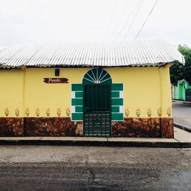 Papelón, Casita Amarilla