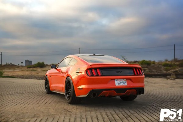 miguel-competition-orange-ford-mustang-gt-competition-pak-concave-rotary-forged-flow-formed-gloss-black-r-spec-wheels-blog-rear-quarter