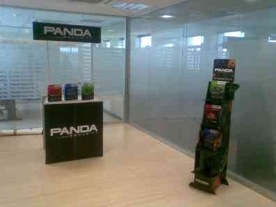 Stand de productos a la entrada de Panda Security