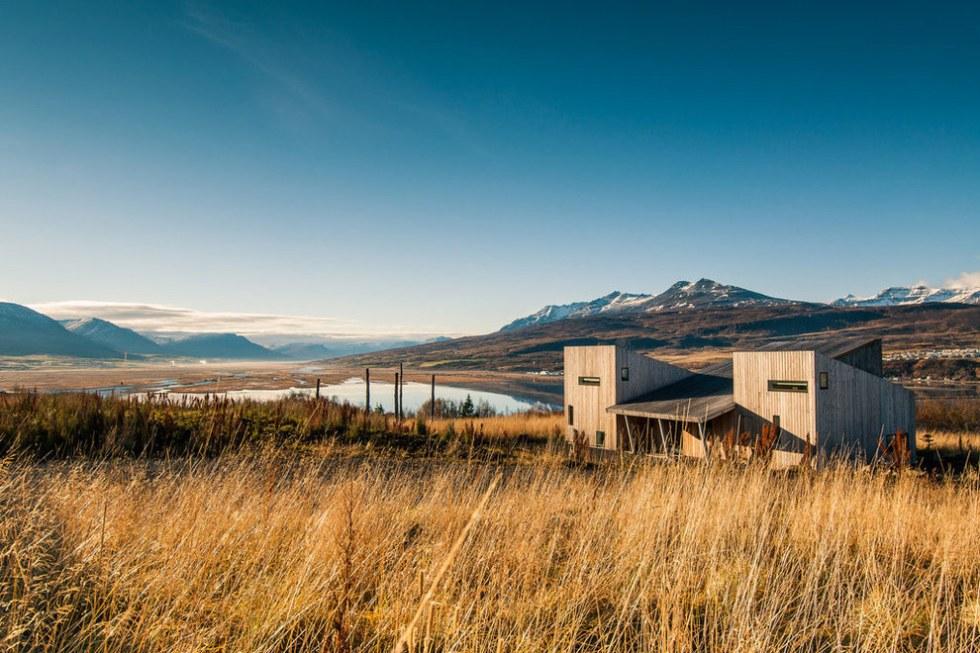 Apartamento compartido en Airbnb frente a un lago, en Islandia
