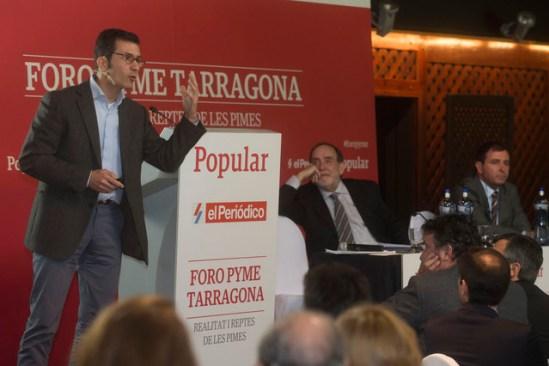 La Canonja (Tarragones). Foro PYME Tarragona. Josep Maria Ureta y Manel Balfego escuchando a Pablo Foncillas durante su ponencia. Foto: Joan Revillas