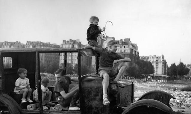 La-voiture-fondue-1944_h_partb