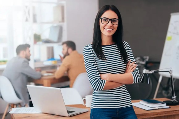 woman, successful job searches are focused