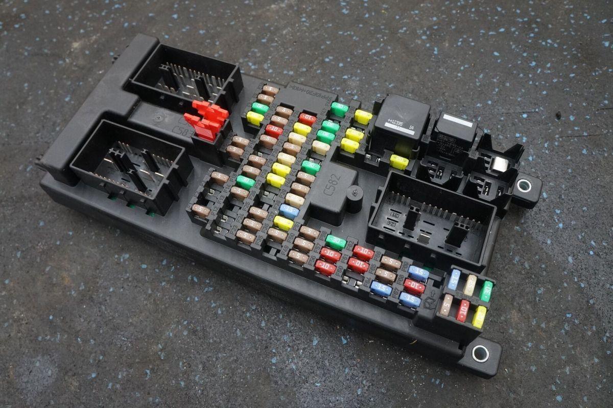 Body Processor Control Module Fuse Box C2D32172 DW9314F041AF Jaguar XJ X351  2013 – Pacific Motors